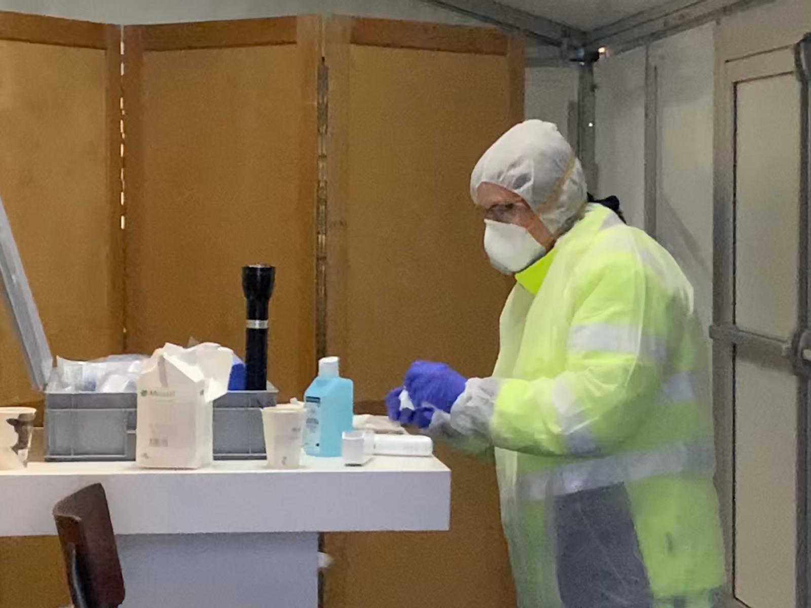 In de controlepost wordt de temperatuur gemeten als controle op koorts/griepverschijnselen
