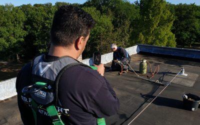 Brandveiliger werken op daken met de inzet van een brandwacht